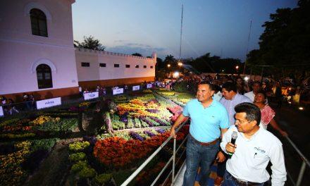 'Camino de Flores' quedó abierto en parque de La Paz