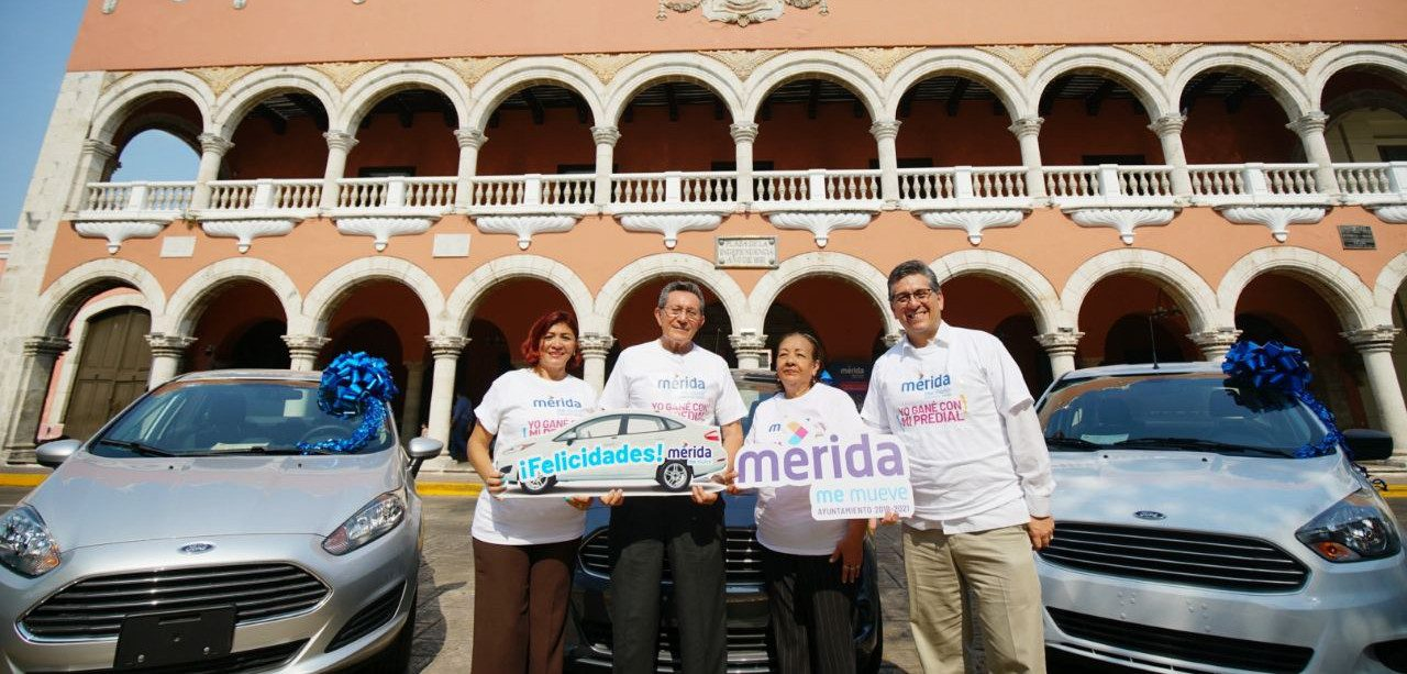 """Entrega premios a contribuyentes ganadores del sorteo """"Mérida Me Asegura con Mi Predial"""" 2019"""