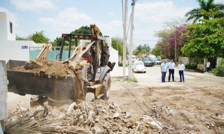 Continúa Ayuntamiento Mérida trabajos de rehabilitación vial en el municipio