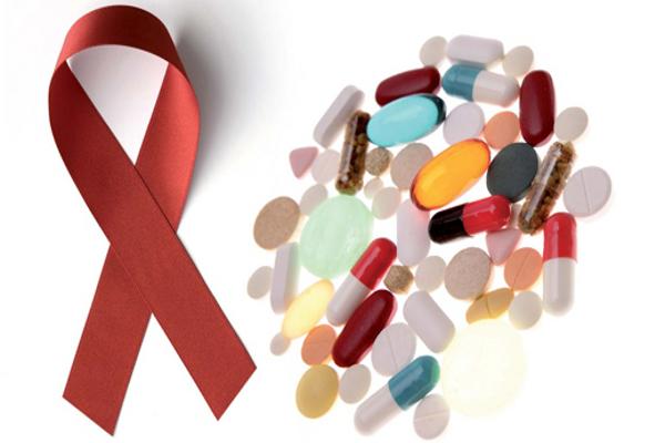 Nueva política federal por antiretrovirales preocupa a  personas con VIH