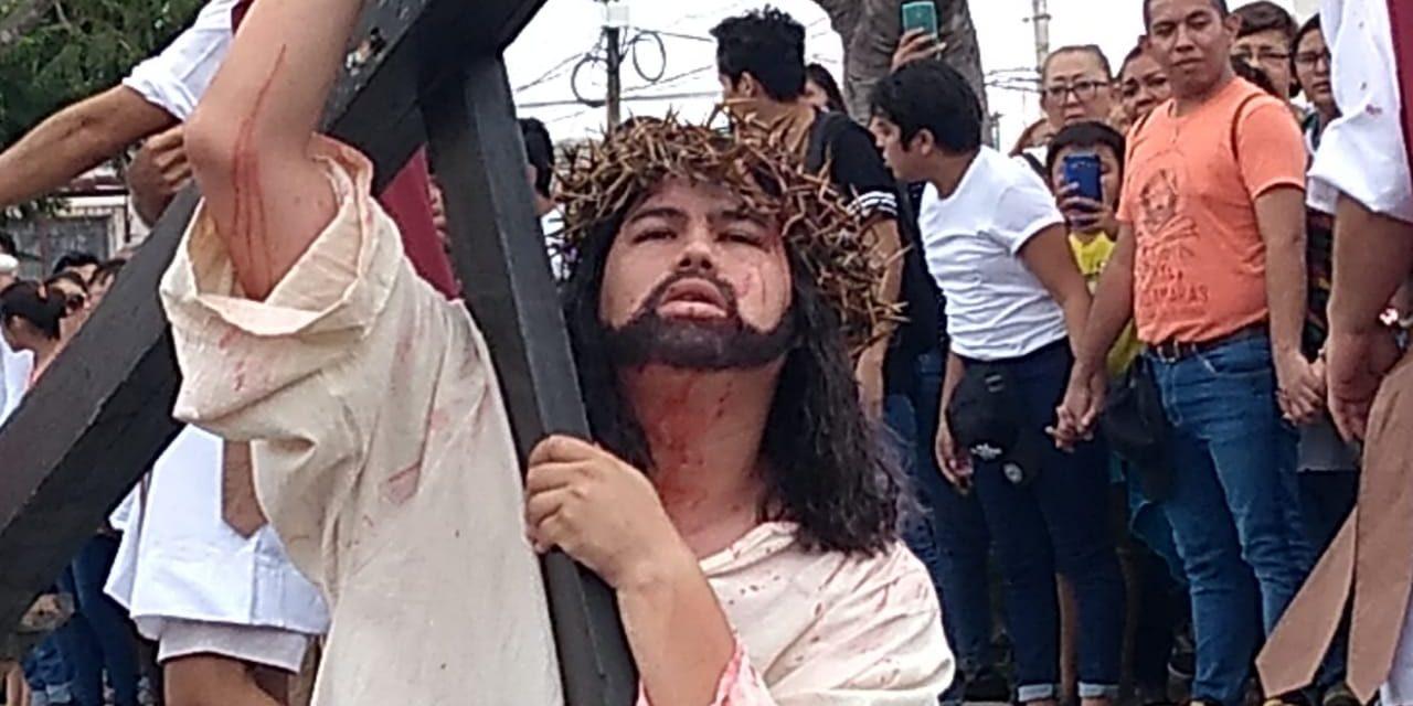 Tres mil personas en Viacrucis Viviente de Pacabtún (Vídeo)