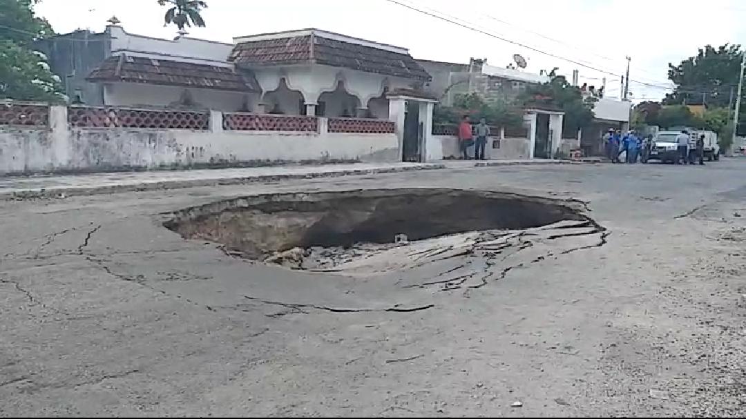 Cueva debajo de pavimento originó socavón en la García Ginerés