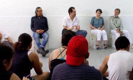 Demián Bichir comparte experiencias y alienta a estudiantes