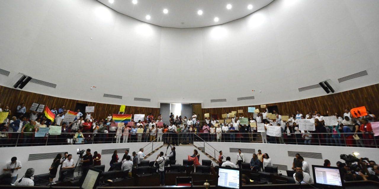 Rechaza Congreso Yucatán matrimonio igualitario (Vídeo)