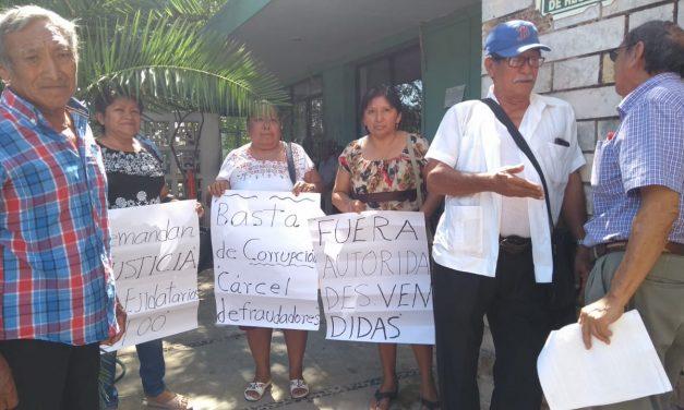 """Defienden sus tierras de falsos """"avecindados"""" (Vídeo)"""