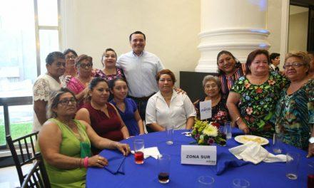 Celebra Renán con mamás de Consejos de Participación Ciudadana