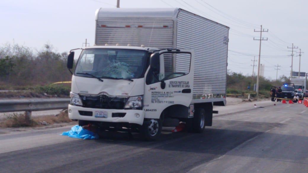 Invade área de bacheo y mata a trabajador en la Mérida-Progreso