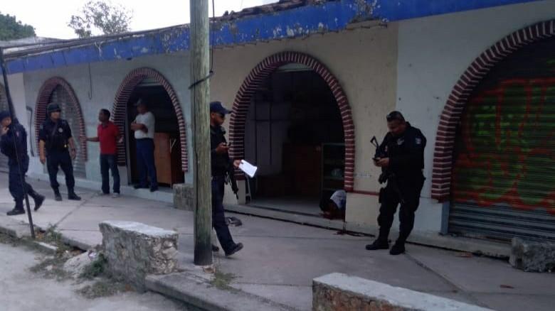 Locatarios baleados en céntrico mercado de Cancún