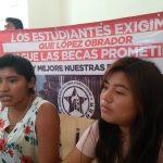 Critican estudiantes incumplimiento en programa de becas