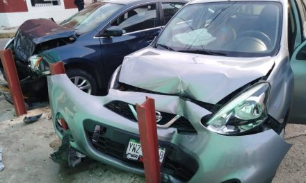 Mala combinación: celular y volante termina en colisión