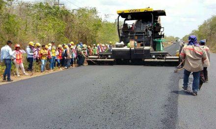Alumnos del ITSValladolid visitan obras en carretera Valladolid-Río Lagartos