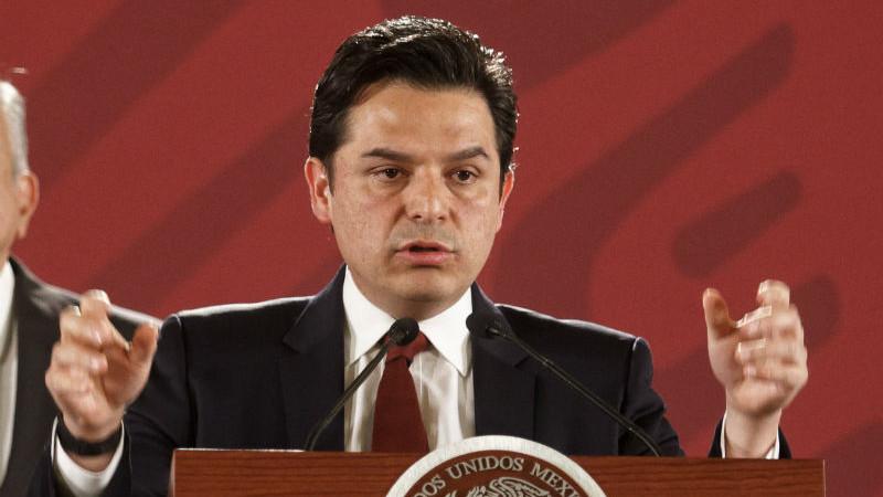 Zoé Robledo, director del IMSS, sufre accidente automovilístico en Chiapas