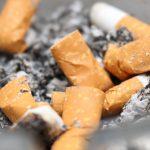 Doblemente nocivos: cigarros de contrabando y collillas al aire libre (Vídeo)