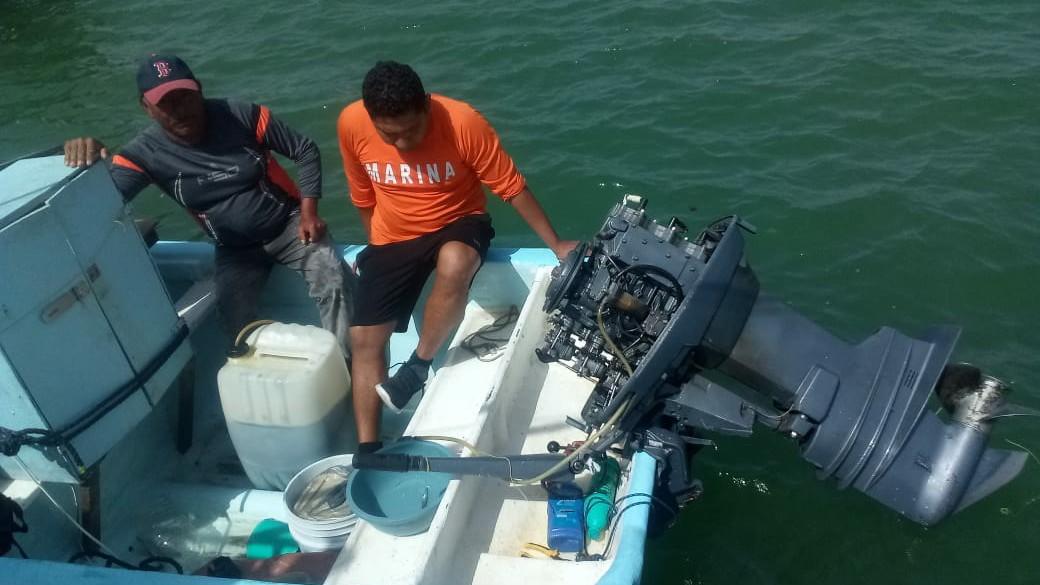 Rescatados frente a Progreso dos pescadores en lancha sin propulsión