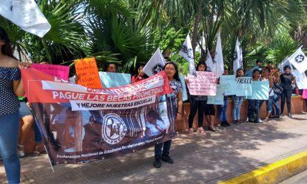 Egrosan reclamo: becas para rechazados de UADY, en escuelas privadas (Video)