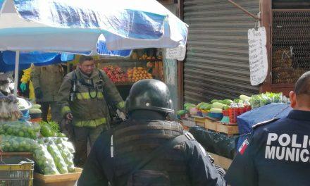 Evacuán sección de verduras en mercado principal de Mérida