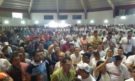 "Caos y conatos de violencia ""revientan"" asamblea de taxistas (Video)"