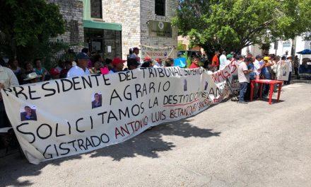 Ejidatarios mantienen plantón ante Tribunal Agrario en Mérida