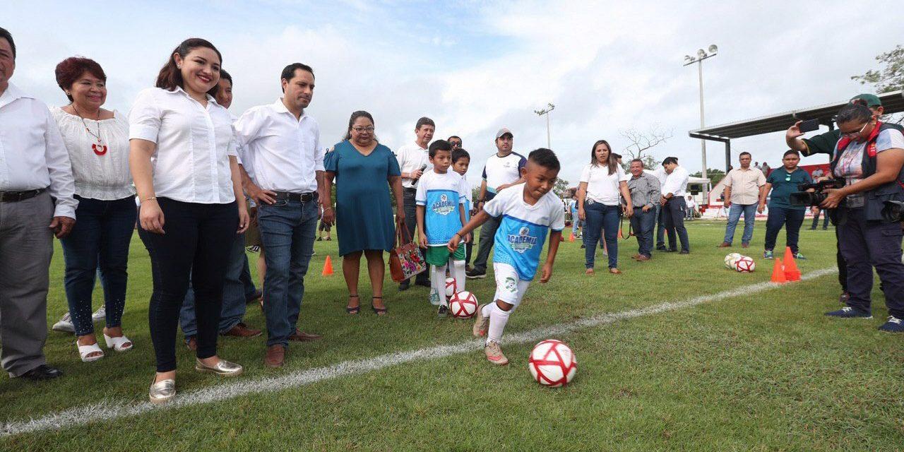 Academia de Iniciación Deportiva de Conkal recibió a Vila