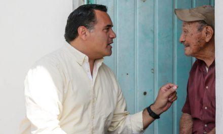 Adultos mayores reciben atención de Ayuntamiento de Mérida y DIF Municipal