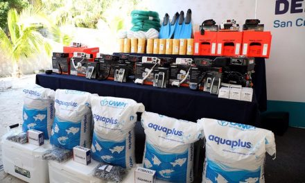 Mauricio Vila entrega apoyos del programa Peso a Peso a pescadores
