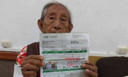 Cobro descomunal de CFE tiene en agobio a mujer de tercera edad