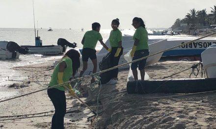 Tres mil voluntarios limpian playas en costa yucateca