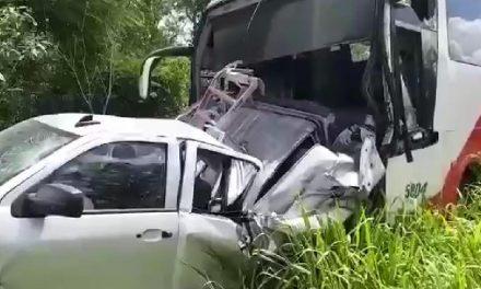Autobús choca con otros vehículos en la carretera Mérida-Celestún