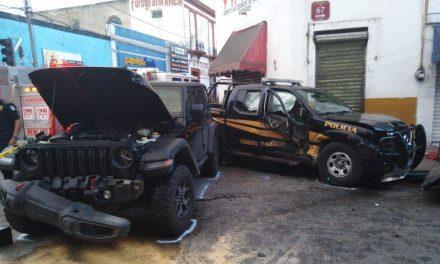 Ebrio choca contra patrulla en centro de Mérida; dos lesionados