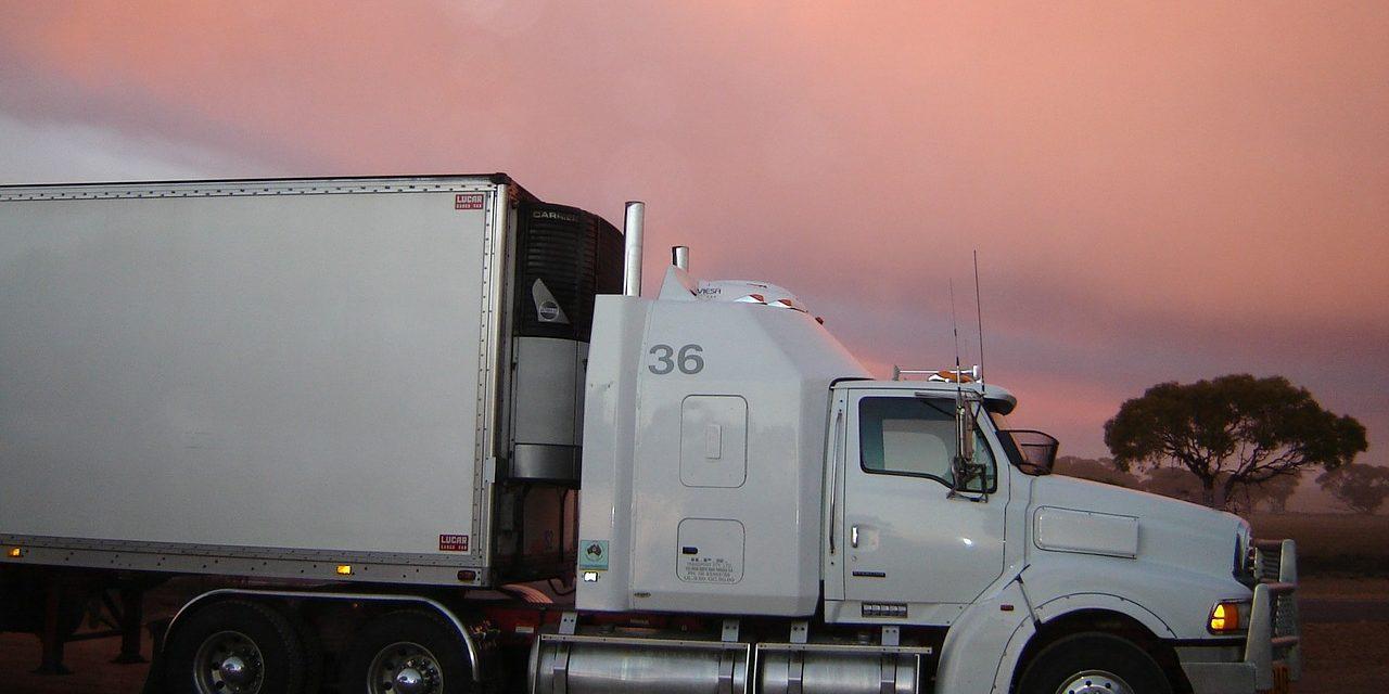 Autotransporte de carga 'golpeado' por robo en carreteras (Video)