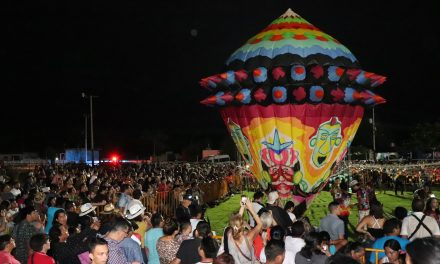 Primer Festival Globo Maya de Tahmek: luces y figuras en cielo