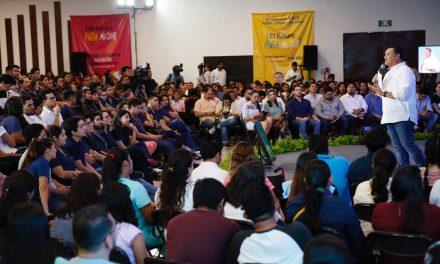 Comparece Renán Barrera ante estudiantes de 13 universidades