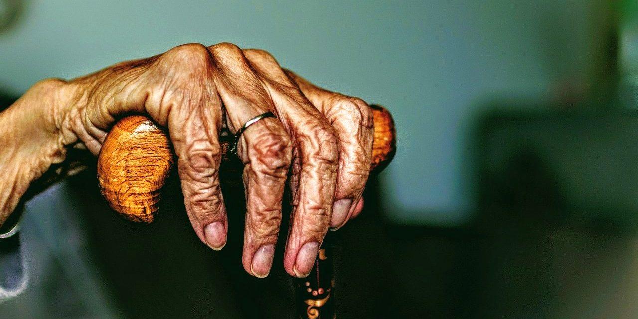 Repunta población de adultos mayores, faltan geriatras