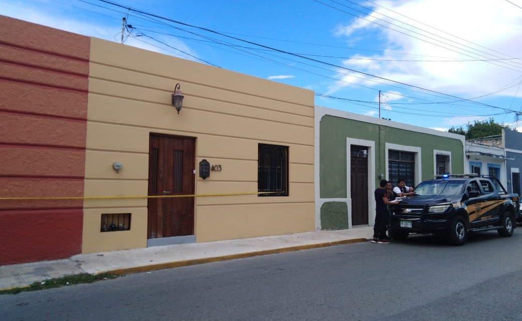 Encuentran muerto a extranjero en casa del centro de Mérida