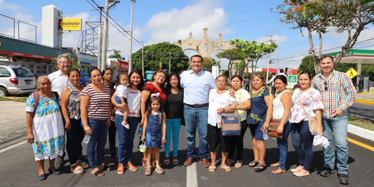 Renán Barrera entrega obras de infraestructura vial en Avenida Yucatán