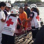 Evacúan a pescador a casi 130 kilómetros al noreste de puerto Progreso