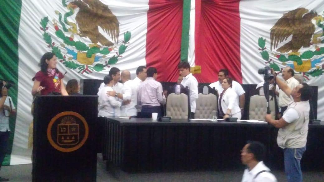 Casi llegan a los golpes en Congreso de Quintana Roo (Video)