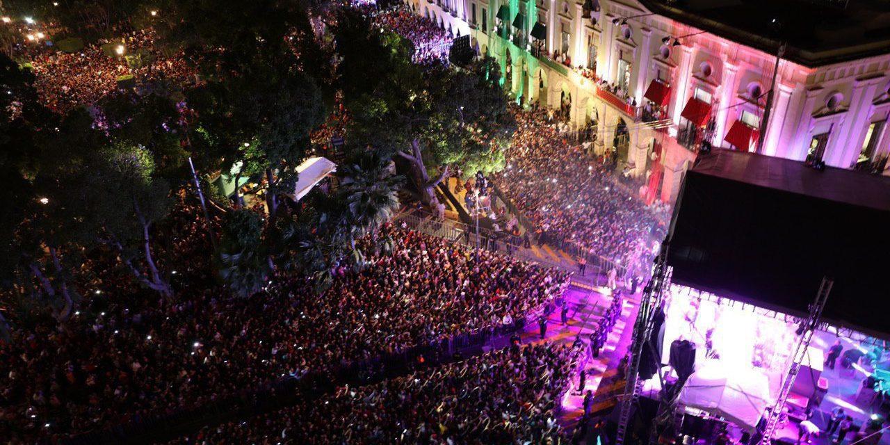 Fervor patrio en la plaza principal de Mérida (Video)
