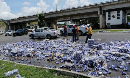Tiradero de cerveza en periférico Mérida acaba en frustrado 'festejo' (Video)