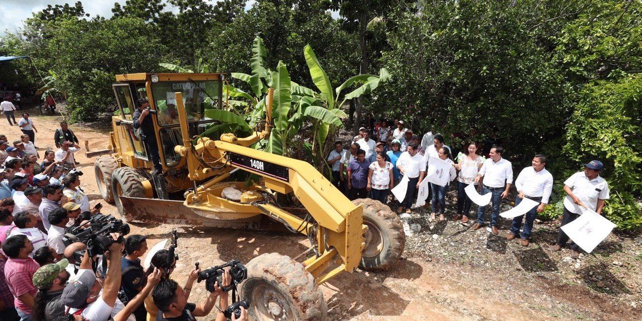 Inicia construcción de caminos saca cosechas para 10 municipios