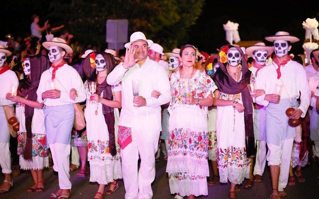 Meridanos y visitantes viven la tradición en el Paseo de las Ánimas