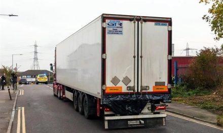 Eran chinos 39 muertos hallados en camión en Gran Bretaña