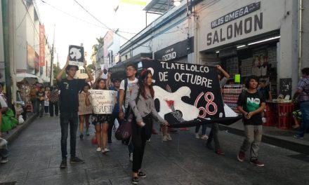 Con marcha pacífica conmemoran en Mérida movimiento del 68 (Video)