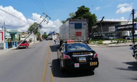 Maraña peligrosa de cables a punto de causar tragedia en Itzimná