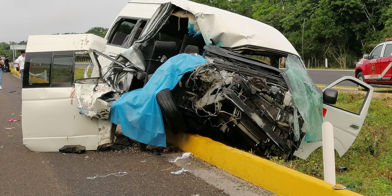 Tráiler contra colectivo de Maxcanú: 1 muerto y 13 heridos (Video)