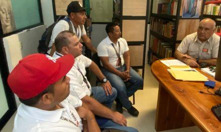 Reunión de director INAH en Chichén Itzá con artesanos y guías de turistas