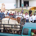 Vila Dosal entrega apoyos de vivienda, de salud y del sector ganadero