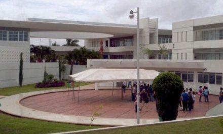 """Suspenden a universitario """"bromista"""" que paralizó campus con supuesto ataque"""
