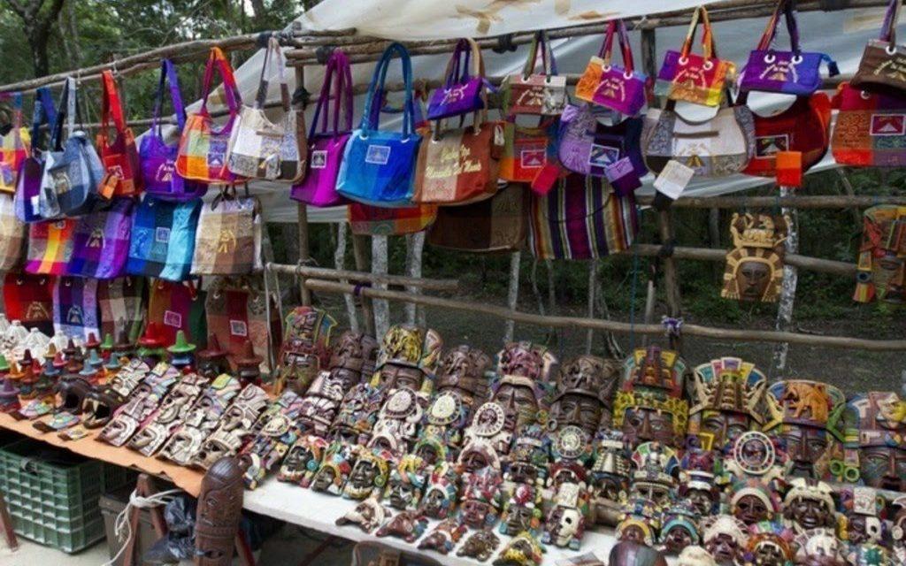 Empresarios exigen a INAH solución al ambulantaje en Chichén Itzá