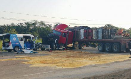 Mortal encontronazo en la Mérida-Motul con muertos y heridos (Video)